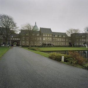 Kapel torent boven Willibrordus-complex uit.