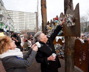 Çultuurbarbaar' mag wel van Anjo van de Ven (links). Fotot: gemeente Alkmaar.