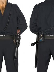 Moet je een tik met de wapenstok (rechts)?